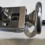 Rollenführung mit einer verstellbaren Rolle -- z.B. zum Spannen von Material oder genauen Positionierung des Drahtes